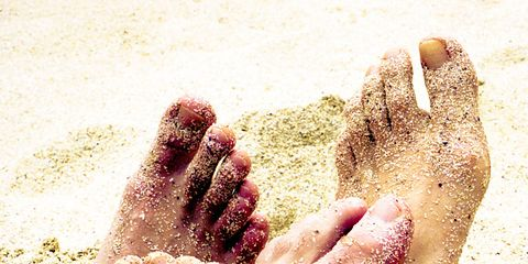 Toe, Finger, Skin, Barefoot, Joint, Sand, People in nature, Nail, Foot, Organ,