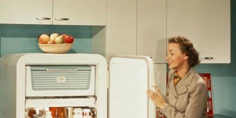 Refrigerator, Major appliance, Kitchen appliance, Home appliance, Freezer, Room, Door,