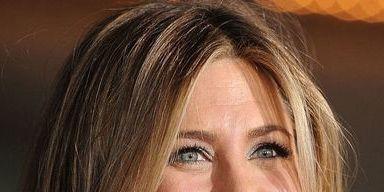 Hair, Face, Hairstyle, Eyebrow, Blond, Chin, Layered hair, Skin, Brown hair, Forehead,