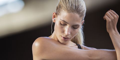 Undergarment, Shoulder, Brassiere, Undergarment, Clothing, Abdomen, Arm, Sports bra, Physical fitness, Fitness professional,