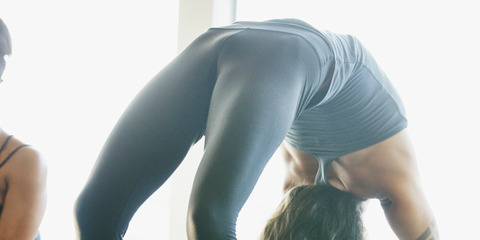 Physical fitness, Sportswear, Yoga, Leg, Leggings, Standing, Active pants, yoga pant, Joint, Stretching,