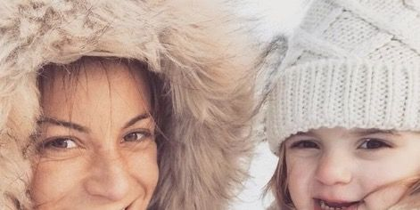 Face, Skin, Facial expression, People, Fur, Knit cap, Head, Beauty, Nose, Smile,
