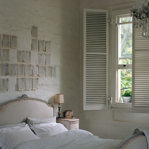 Room, Interior design, Wall, Textile, Bed, Linens, Window covering, Bedding, Home, Fixture,