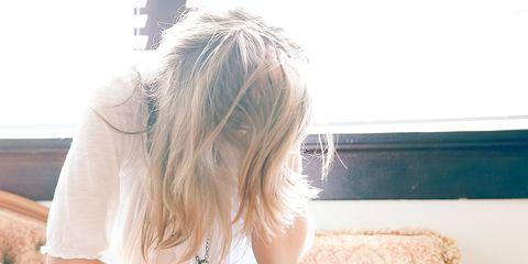 Hair, Jeans, Blond, Leg, Turquoise, Arm, Sitting, Denim, Long hair, Joint,