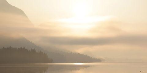 People in nature, Sky, Atmospheric phenomenon, Water, Morning, Cloud, Sunrise, Calm, Backlighting, Sunlight,