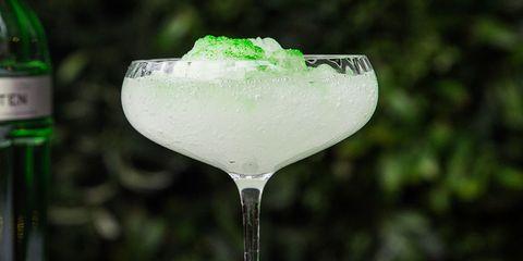 Drink, Gimlet, Alcoholic beverage, Margarita, Distilled beverage, Glass, Kamikaze, Liqueur, Stemware, Non-alcoholic beverage,