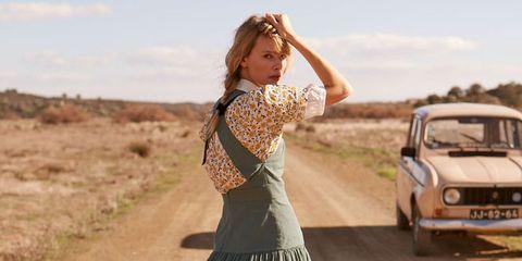 Clothing, Dress, Fashion, Vehicle, Beige, Landscape, Car, Retro style, Waist, Photo shoot,