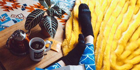 Cup, Serveware, Coffee cup, Tea, Drinkware, Tableware, Drink, Mug, Wrist, Coffee,