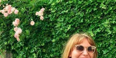 Green, T-shirt, Botany, Blond, Grass, Shoulder, Plant, Glasses, Smile, Sleeve,