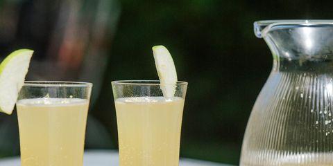 Drink, Alcoholic beverage, Champagne cocktail, Food, Juice, Pisco sour, Cocktail, Lemonade, Distilled beverage, Spritzer,
