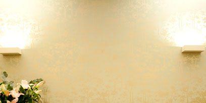 Room, Interior design, Wall, Bouquet, Interior design, Cut flowers, Light fixture, Flower Arranging, Beige, Linens,
