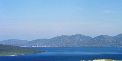Body of water, Coastal and oceanic landforms, Coast, Mountainous landforms, Water, Water resources, Shore, Highland, Aqua, Hill,