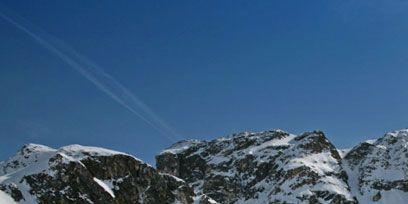 Winter, Mountainous landforms, Mountain range, Slope, Freezing, Snow, Glacial landform, Hill station, Mountain, House,