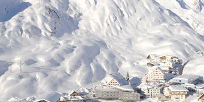 Winter, Mountainous landforms, Freezing, Slope, Snow, Terrain, Mountain range, Hill station, Mountain, Geological phenomenon,