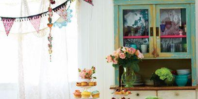 Interior design, Tablecloth, Table, Furniture, Serveware, Linens, Interior design, Home accessories, Cuisine, Decoration,