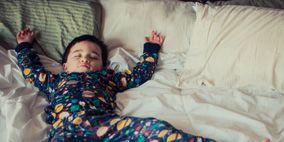 Human, Finger, Comfort, Fun, Room, Textile, Bedding, Photograph, Linens, Bedroom,