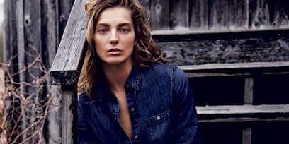 Sleeve, Denim, Collar, Textile, Jeans, Sitting, Style, Street fashion, Beauty, Fashion model,