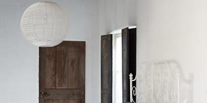 Bed, Room, Wood, Floor, Property, Bedding, Interior design, Textile, Bedroom, Wall,