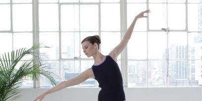 Leg, Human leg, Shoulder, Barefoot, Hand, Joint, Elbow, Wrist, Standing, Physical fitness,