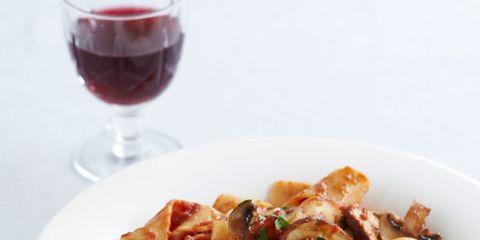 Pasta, Food, Cuisine, Glass, Stemware, Drink, Dish, Wine glass, Ingredient, Serveware,