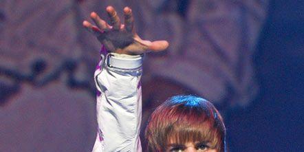Music artist, Performance, Pop music, Singer, Gesture, Talent show, Singing,