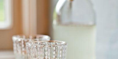 Drinkware, Glass, Liquid, Transparent material, Barware, Highball glass, Serveware, Tumbler, Wood stain, Silver,