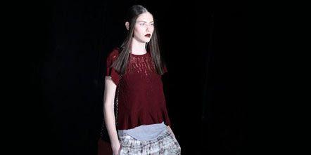 Sleeve, Textile, Style, Waist, Fashion, Pattern, Maroon, Red hair, Flash photography, Abdomen,