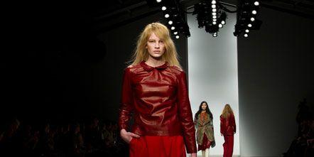 Sleeve, Shoulder, Joint, Red, Human leg, Style, High heels, Fashion, Knee, Fashion model,
