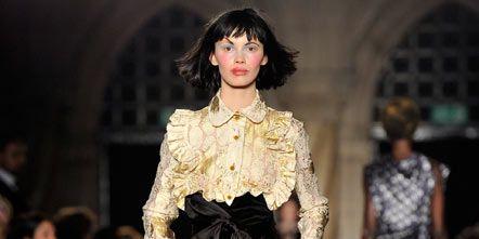Fashion show, Human body, Shoulder, Outerwear, Fashion model, Runway, Dress, Style, Street fashion, Fashion,