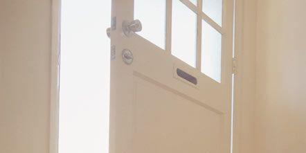 Wood, Floor, Flooring, Property, Wall, Glass, Fixture, Wood stain, Beige, Handle,