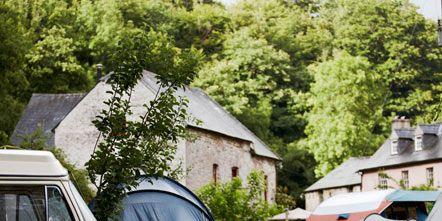 Tent, Camping, Window, Automotive exterior, Style, Fender, Rim, Vehicle door, Rural area, Windshield,
