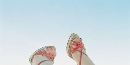 Human leg, Shoe, Joint, Carmine, Foot, Toe, Ankle, Walking shoe, Running shoe, Tennis shoe,