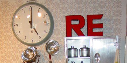 Clock, Home accessories, Small appliance, Display case, Shelf, Kitchen appliance, Wall clock, Flowerpot, Number, Houseplant,