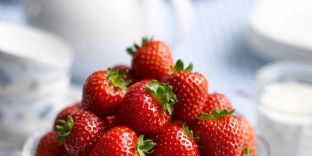 Food, Serveware, Fruit, Natural foods, Produce, White, Strawberry, Sweetness, Dishware, Tableware,