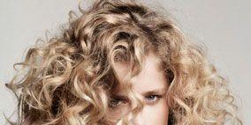 Hairstyle, Chin, Eyebrow, Style, Step cutting, Ringlet, Beauty, Long hair, Layered hair, Surfer hair,