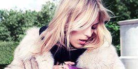 Human, Lip, Textile, Hand, Bag, Fashion, Street fashion, Blond, Comfort, Long hair,