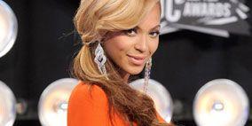 Hairstyle, Sleeve, Chin, Formal wear, Style, Technology, Orange, Blond, Television presenter, Brown hair,