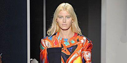 Sleeve, Shoulder, Joint, Waist, Style, Collar, Pocket, Fashion, Fashion model, Street fashion,