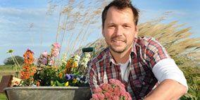 Human, Plant, Flower, Shrub, Soil, Facial hair, Beard, Bouquet, Floristry, Cut flowers,