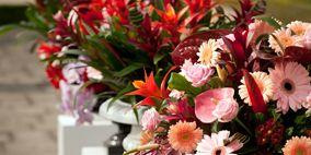 Petal, Bouquet, Flower, Cut flowers, Pink, Centrepiece, Artifact, Floristry, Interior design, Flower Arranging,