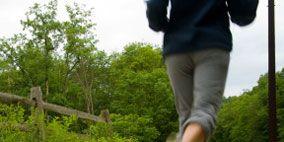 Clothing, Nature, Grass, Human leg, Road surface, Asphalt, T-shirt, Shorts, Knee, Sunlight,