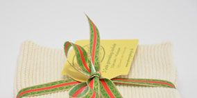 Green, Textile, Red, Pattern, Ribbon, Gift wrapping, Present, Knot, Christmas, Party favor,