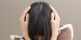 Finger, Brown, Hairstyle, Shoulder, Pattern, Joint, Elbow, Wrist, Bangs, Black hair,