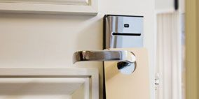 White, Wall, Fixture, Household hardware, Material property, Gas, Handle, Coquelicot, Major appliance, Aluminium,