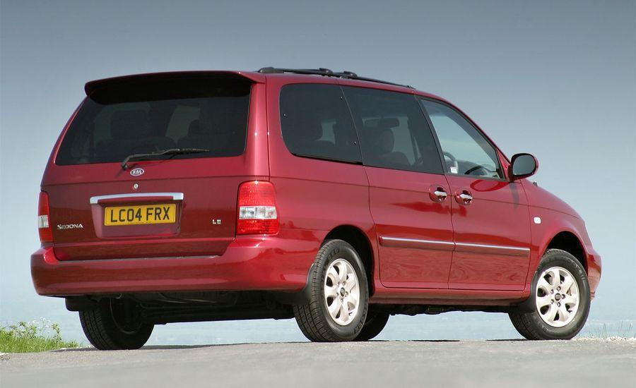 spied news take on to kia odyssey with minivan facelift pacifica updates sedona