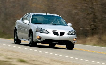 2004 pontiac grand prix gtp competition group road test reviews car and driver. Black Bedroom Furniture Sets. Home Design Ideas