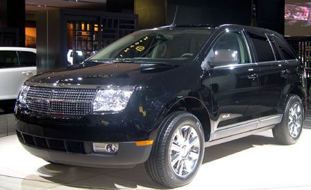 https://hips.hearstapps.com/amv-prod-cad-assets.s3.amazonaws.com/images/06q1/267438/2007-lincoln-mkx-photo-164331-s-original.jpg