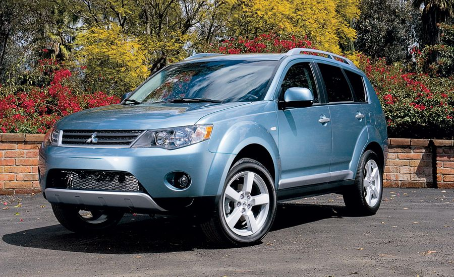 2007 mitsubishi outlander road test review car and driver. Black Bedroom Furniture Sets. Home Design Ideas