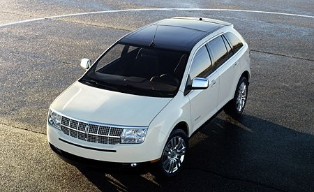 https://hips.hearstapps.com/amv-prod-cad-assets.s3.amazonaws.com/images/06q4/267361/2007-lincoln-mkx-photo-4935-s-original.jpg