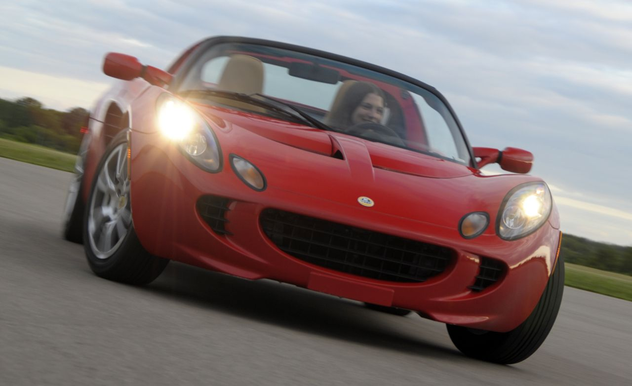 https://hips.hearstapps.com/amv-prod-cad-assets.s3.amazonaws.com/images/08q3/267371/2008-lotus-elise-sc-photo-211729-s-original.jpg